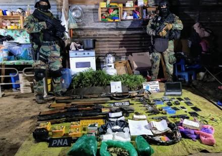 Un arsenal y droga en una isla cerca de Coronda: 8 detenidos