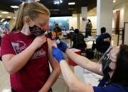 Fuerte llamado a la población joven a recibir la vacuna Covid